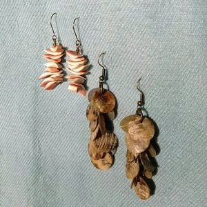 Jewelry - 2 pairs of shell earrings